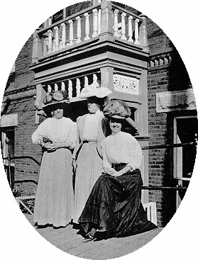 1880's ladies entr-oval.JPG (46432 bytes)
